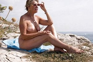 Granny,milf,mature,outdoor,straight