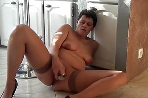 Straight,brunette,granny,masturbation,mature,solo Female,toys,webcam