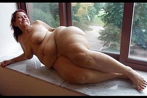 Shaved nude japanese woman