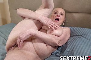 Filthy girl sloppy bj